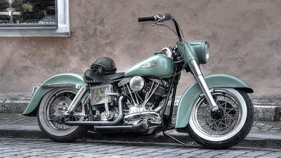 Die richtigen Harley Teile mit Hilfe einbauen und losfahren